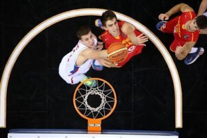 España peleó ante Serbia todo el choque (Foto: FIBA)