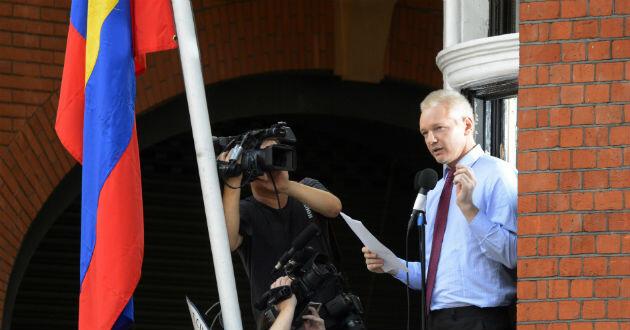 Assange-dejar-embajada-1683741