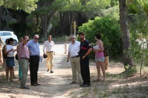 El Alcalde en funciones comprueba las vias de evacuacion de las urbanizaciones de El Saler.