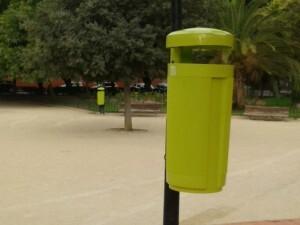 Enrique Granados plaza papeleras ecológicas
