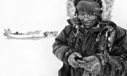 Inuit canadiense moderno en su entorno. / Carsten Egevang.