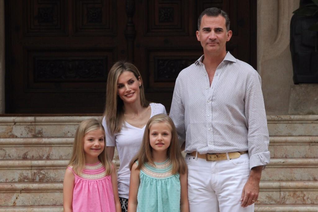 Sesión fotográfica con Sus Majestades los Reyes, Su Alteza Real la Princesa de Asturias y Su Alteza Real la Infanta Doña Sofía (1)