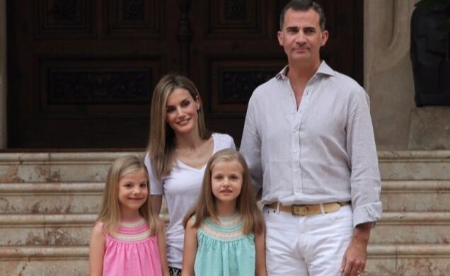 Sesión fotográfica con Sus Majestades los Reyes, Su Alteza Real la Princesa de Asturias y Su Alteza Real la Infanta Doña Sofía (2)