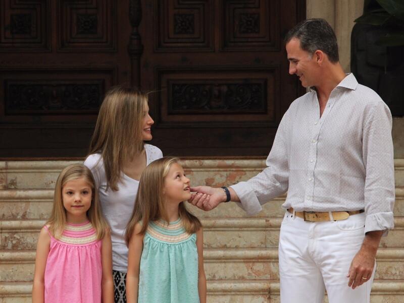 Sesión fotográfica con Sus Majestades los Reyes, Su Alteza Real la Princesa de Asturias y Su Alteza Real la Infanta Doña Sofía (3)