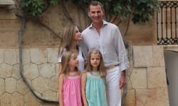 Sesión fotográfica con Sus Majestades los Reyes, Su Alteza Real la Princesa de Asturias y Su Alteza Real la Infanta Doña Sofía (5)
