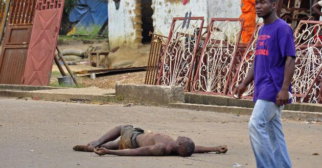 Protestan en Liberia por cadáveres con ébola. Foto: AP