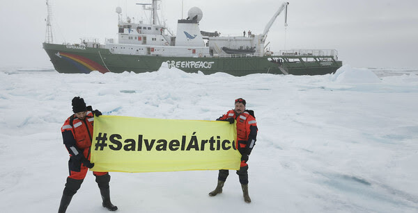 """Carlos Bardem and Alberto Ammann in the Arctic with Greenpeace"""
