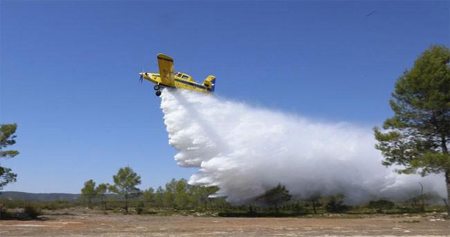 avion-descargando-agua-incendio