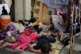 © ACNUR/ N.Colt. Miembros de una familia yazidí duermen a la sombra en el pueblo de Shekhadi, tras escapar de Sinjar. Cerca de 400 familias han buscado seguridad en este pueblo, un lugar de peregrinación para los yazidíes.