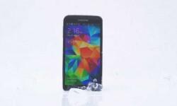 Galaxy S5 se baña en agua helada y reta al iPhone