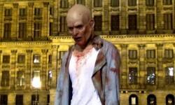 Un zombie anda deambulando por las calles de Ámsterdam