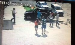 Vídeo: Camioneta atropella a niño frente a sus papás