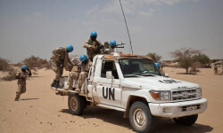 Cascos azules de la MINUSMA en el norte de Timbuktu, Mali FotoMINUSMA/Marco Dormino .
