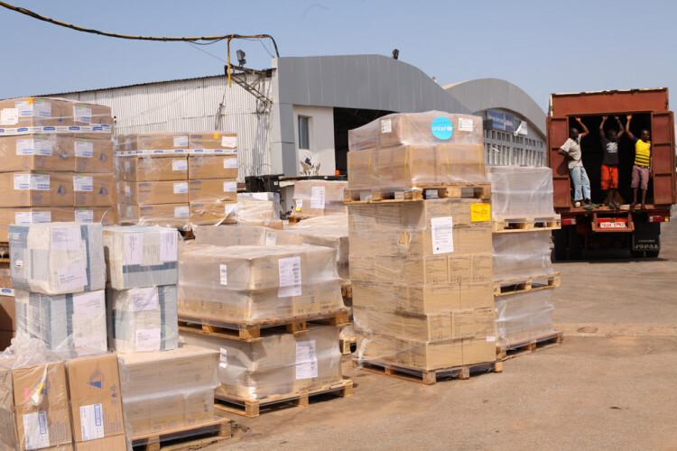 Articulos sanitarios para combatir el ébola en Sierra Leona Foto:UNICEF/Sulaiman Stephens