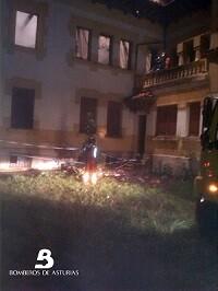 2014.09.18 Incendio urbano en La Acebera, Siero 2