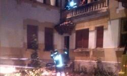 2014.09.18 Incendio urbano en La Acebera, Siero 3 (PORTA)