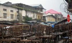 Una calle vacía en el mercado del distrito de West Point, en Monrovia, 20 de agosto de 2014.Foto Zoom Dosso/AFP
