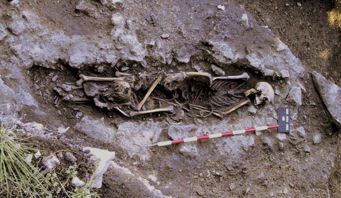 Cingle del Mas Nou (Ares del Maestrat, Castellón). Enterramiento múltiple. VII MIlenio ANE