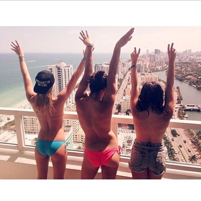 Instagram Topless (6)