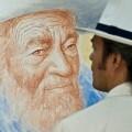 Jeronimo Uribe contempla su obra (PORTA)