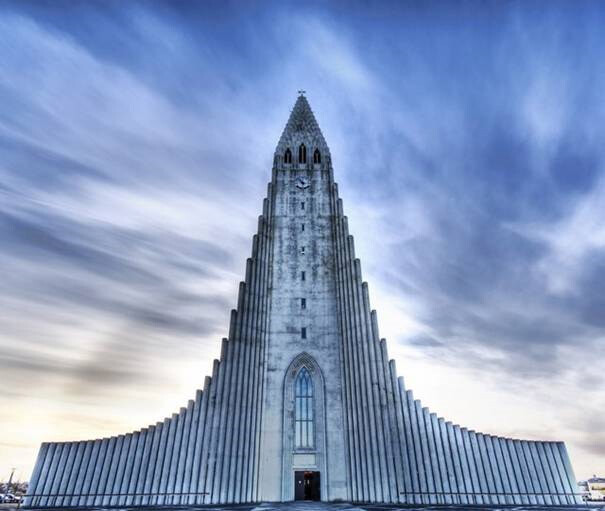 La-Iglesia-de-Hallgrimur,-Reykjavik,-Islandia
