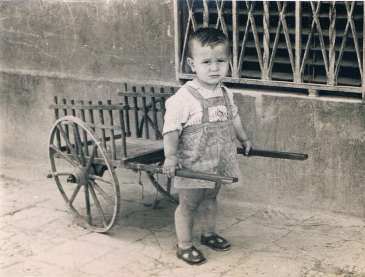 Niño con carro. Junio, 1948