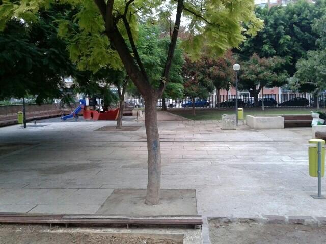 Papeleras verdes Mestalla-SantAntoni (2)