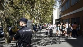 Policia vigilando (INT)
