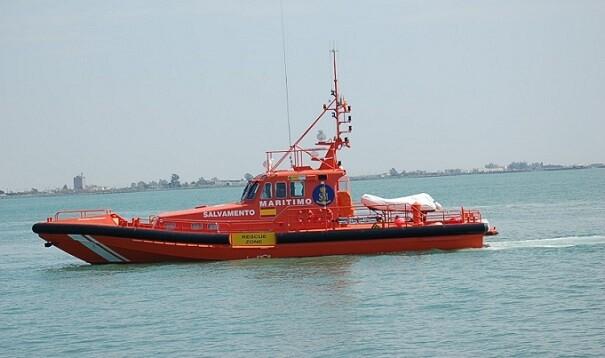 Una de las patrulleras de Salvamento Marítimo ha acudido al rescate de los ocupantes del helicóptero siniestrado frente a Pinedo. Foto de archivo