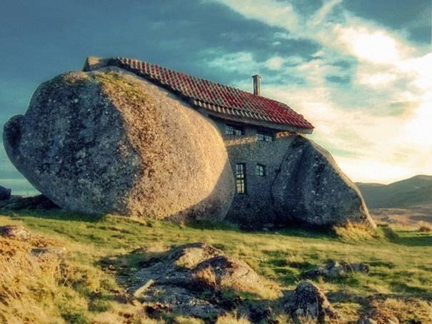 Stone-House-(Guimaraes,-Portugal)
