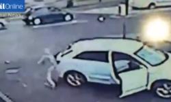 Video  una mujer arriesgó su vida para evitar que le roben su Audi   Robo de autos  Delincuencia  Inseguridad  Autos de alta gama   América