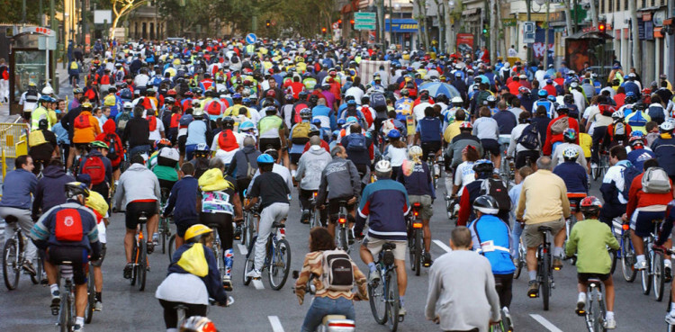 Celebración del Día de la Bicicleta en Valencia. Foto de archivo.