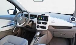 coche con sistema multimedia con pantalla tactil