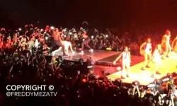 Cyrus se pasa por el trasero la Bandera de México