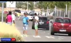 Hinchas del Real Madrid patean el coche de Gareth Ba