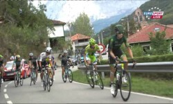 La insólita pelea entre el ruso Ivan Rovny y el italiano Gianluca Brambilla en plena carrera