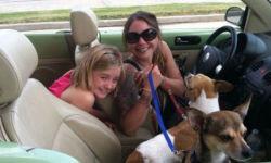 Collen Segbers con su hija y sus mascotas (gofundme.com)