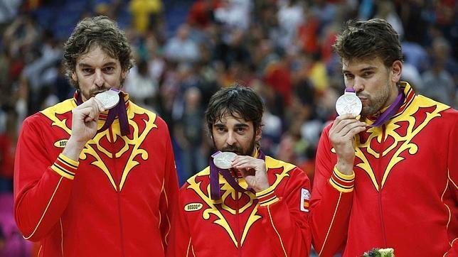 EFE Pau Gasol, Navarro y Marc Gasol, con la plata de Londres. ¿Volverán a jugar juntos?
