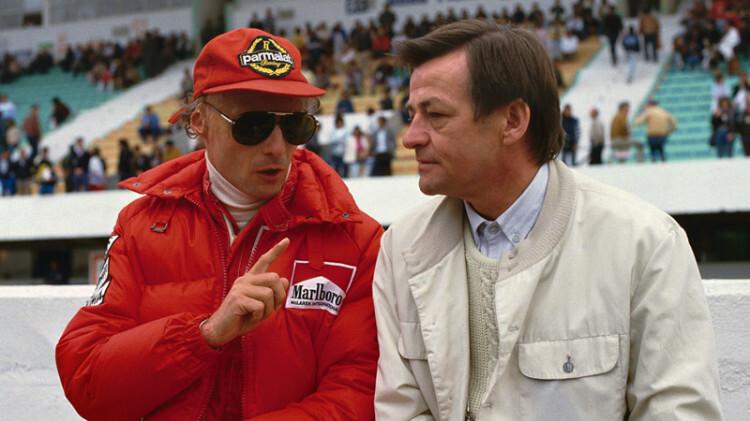 El piloto de Fórmula 1 Niki Lauda (izda.) y Hans Mezger en 1985 en el circuito