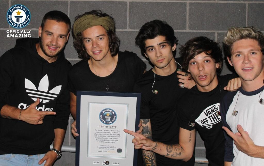 First act to debut at #1 in the USA with their first 3 albums. Congrats @onedirection!