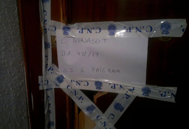 puerta-reventada-entrada-policial