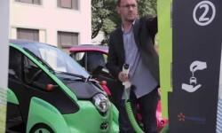 Un servicio de vehículos eléctricos ultracompactos conectados al transporte público, arranca en Grenoble