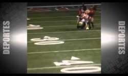 Una mascota de la NFL atrapa a un intruso