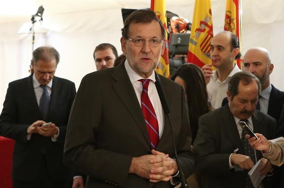 El presidente del Gobierno, Mariano Rajoy, efectúa unas declaraciones en el Congreso de los Diputados en el XXXVI aniversario de la Constitución.