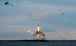1 de 12La cápsula Orion de la NASA realizó hoy su primer vuelo de prueba no tripulado para experimentar la nave que ha sido diseñada para llevar al hombre a destinos más lejanos de lo explorado hasta ahora (1)