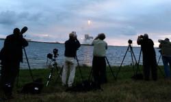 1 de 12La cápsula Orion de la NASA realizó hoy su primer vuelo de prueba no tripulado para experimentar la nave que ha sido diseñada para llevar al hombre a destinos más lejanos de lo explorado hasta ahora (5)