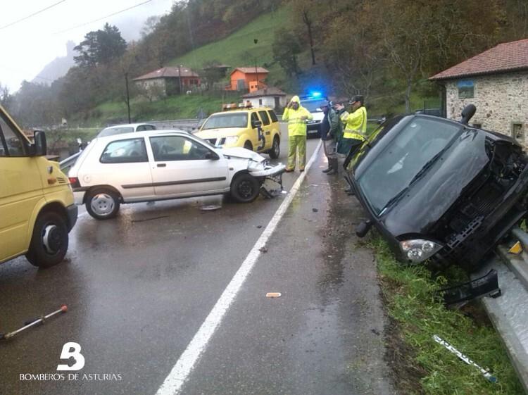 2014.12.03 Accidente de Trafico en Cangas de Oniis