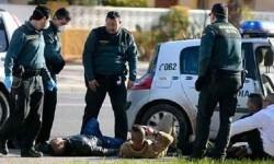 Agentes de la Guardia Civil localizan a varios inmigrantes. (Foto-Agencias)