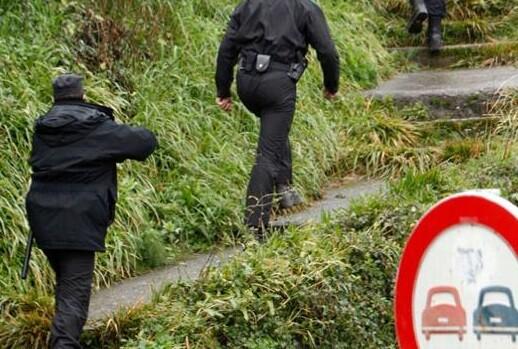 Agentes de la seguridad localizan un zulo de ETA (Foto-Guardi Civil)