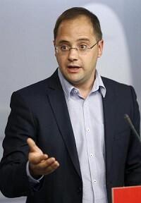 César Luena en la sede del PSOE (Foto-AFP)
